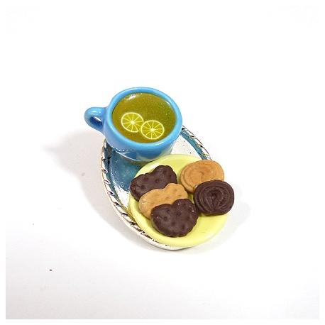 Broszka z herbatą i ciastkami