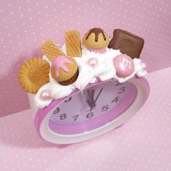 Budzik z muffinkami i czekoladą