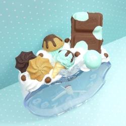 Budzik z czekoladą i lodem