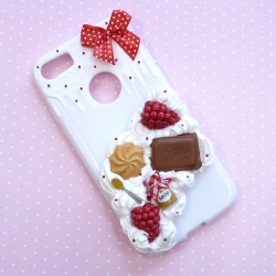 Obudowa na telefon z malinami, ciastkiem i czekoladą