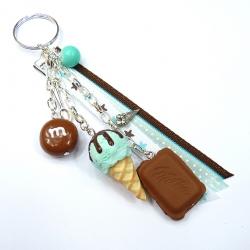 Brelok z czekoladą, cukierkiem i lodem