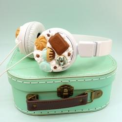 Słuchawki białe ze słodyczami