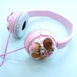Słuchawki różowe z kremem czekoladowym i słodyczami