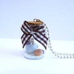 Naszyjnik buteleczka z filiżanką gorącej czekolady