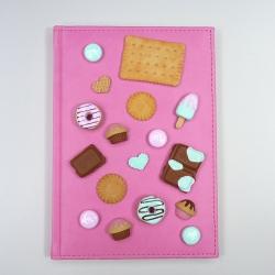 Kalendarz dzienny z herbatnikiem i słodyczami