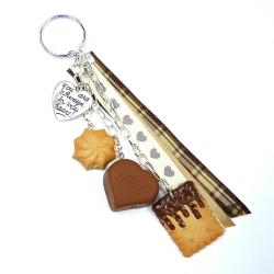 Brelok z herbatnikiem, ciastkiem i czekoladką