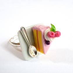 Pierścionek talerzyk z tortem