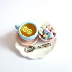 Broszka z herbatą i piankami